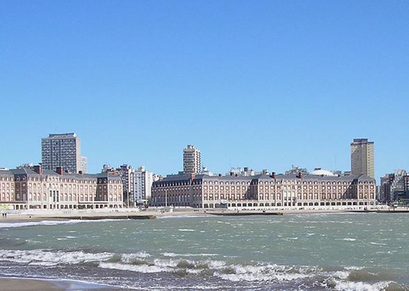 Viajar para Buenos Aires é um daqueles passeios que você e seus amigos jamais esquecerão. Foto de Fernandopascullo, via Wikimedia Commons.