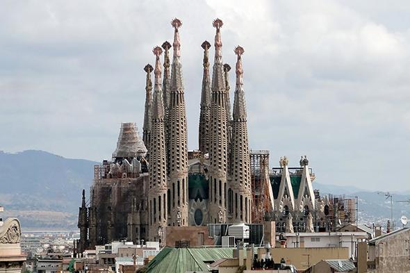 O cartão de visitas de Barcelona é o primeiro ponto turístico que você e seus amigos ficarão encantados na cidade. Foto de Bernard Gagnon, via Wikimedia Commons.