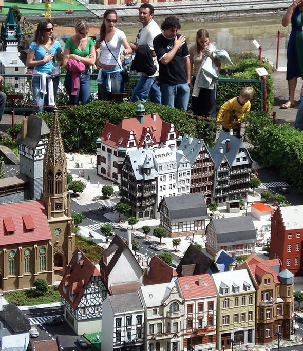 A escala reduzida em 24 vezes encanta também os adultos. Há verdadeiramente um mini mundo em Gramado. Foto de Fernanda Steffen, via Wikimedia Commons.