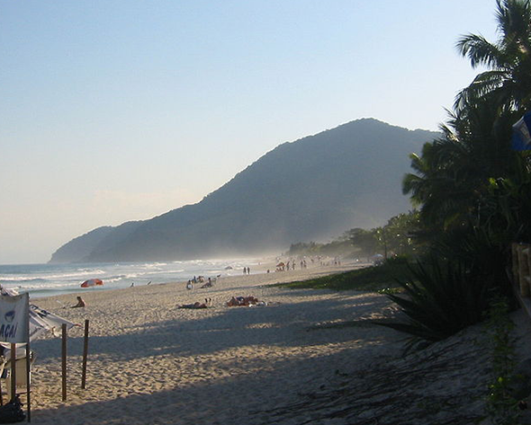 Localizada a pouco mais de 170 km de São Paulo-SP, a praia de Maresias atrai turistas de todo o Brasil. Foto de Alakazou, via Wikimedia Commons.
