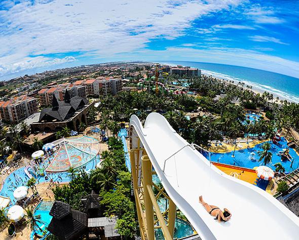 O Beach Park é considerado um dos melhores parques aquáticos de toda a América Latina. Foto via Wikimedia Commons.