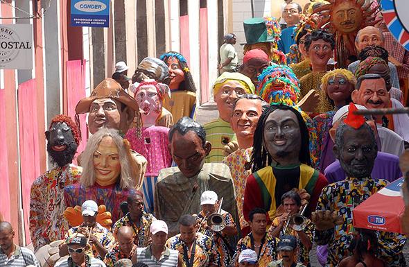 O carnaval fora de época é uma das marcas de Salvador. Foto de Fábio Rodrigues Pozzebom, via Wikimedia Commons.