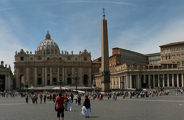 Cartão de visita do Vaticano, a praça de São Pedro tem importância religiosa e cultural ao mesmo tempo. Foto de François Mala, via  Wikimedia Commons.